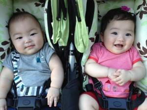 小児科医のお父さんの貢献で、小さく生まれた二人はすくすくと成長しているようです。